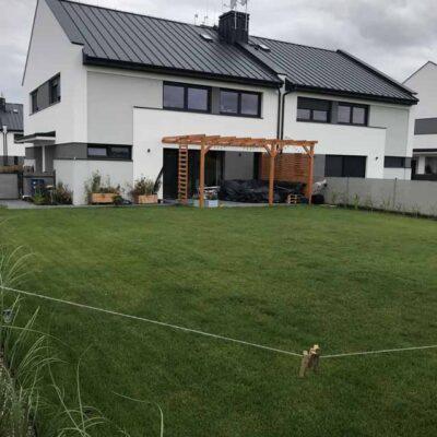 Lusówko - zieleń i polbruk wokół domków jednorodzinnych (1)
